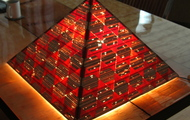"<p style=""text-align: center;""><strong>Light Pyramid / On<br /></strong></p>